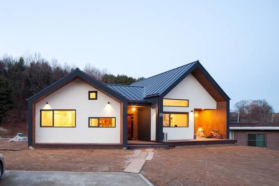 익숙한 풍경과 세심한 감각이 만나는 집, 신화리 전원주택