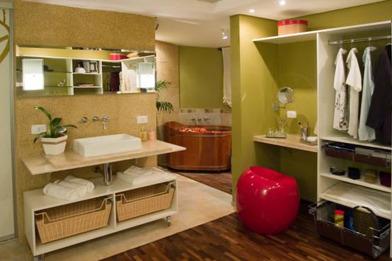Reforma criativa em closet e banheiro de suíte em Curitiba/PR
