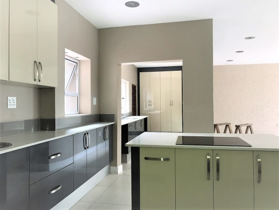 High Gloss Kitchen Cabinets, How To Clean Gloss White Kitchen Cabinets