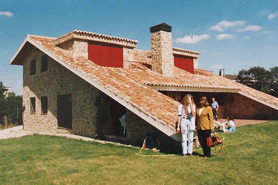 Casa de campo de piedra y teja