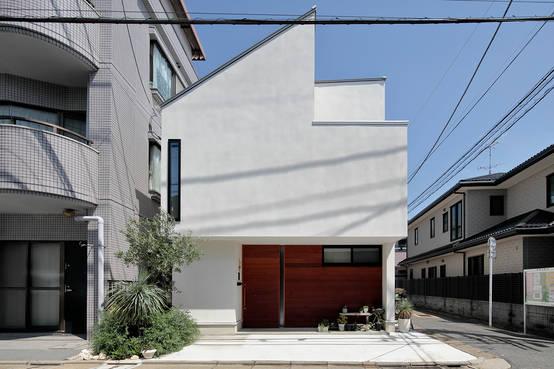 東京都の設計事務所が手がけたミドリとソラにつつまれた家