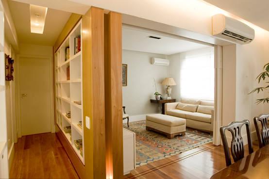 Apartamento com design de interiores moderno e acolhedor