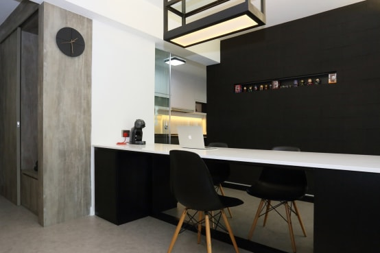 Resale HDB in Monochromatic Style Full of Personality!