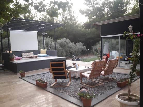 İzmir'de etkileyici bir bahçe düzenlemesi