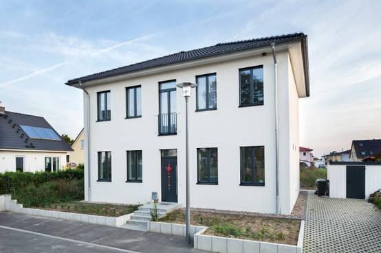 Modernes Passivhaus in zeitgemäßem Design