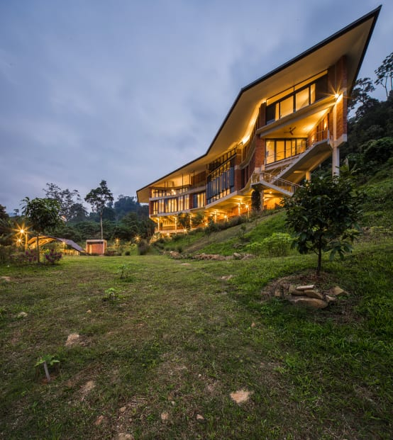 Luxurious Tropical style house designed in Jandabaik by Architects  MJ Kenny