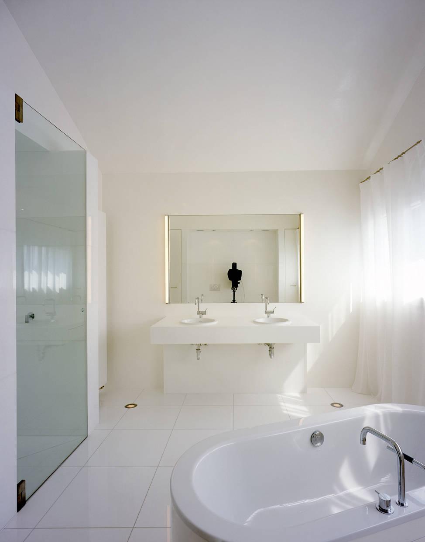 ganz in wei wei e wohnideen. Black Bedroom Furniture Sets. Home Design Ideas