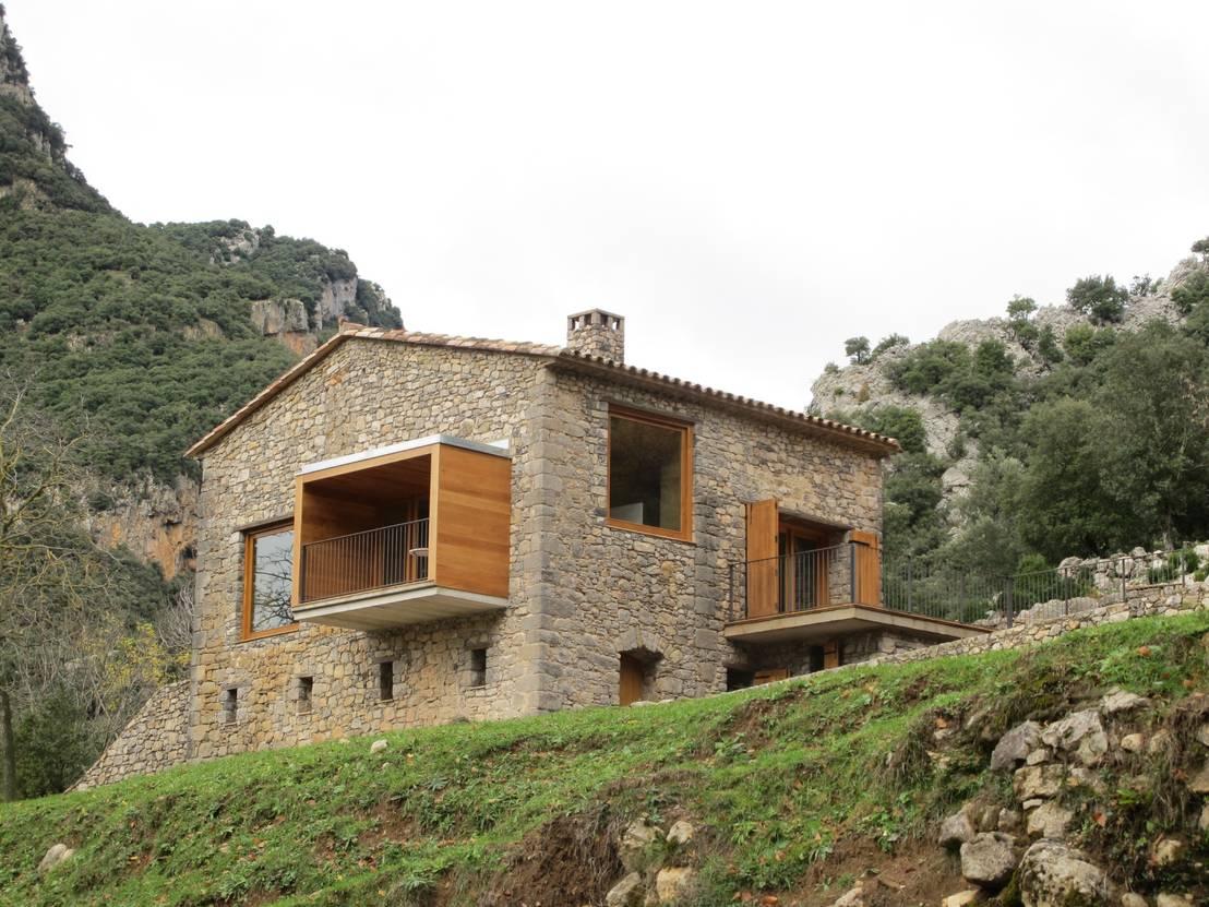 Una spettacolare casa moderna tra le montagne for Foto di casa in stile ranch