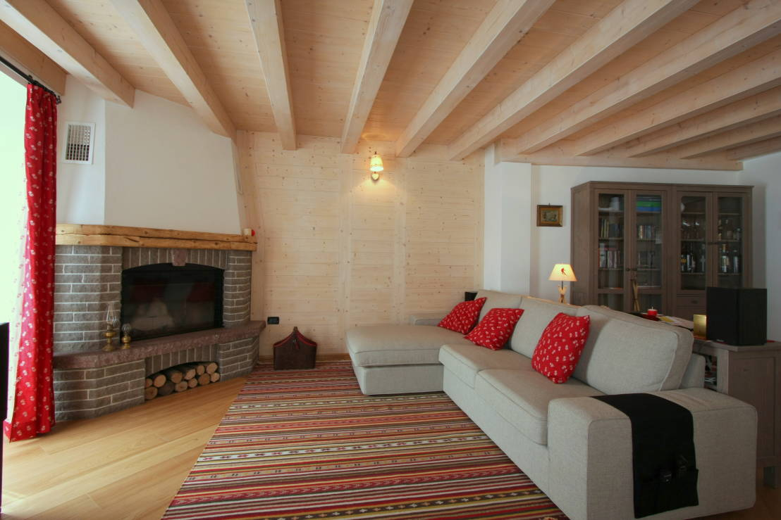 Lo chalet l appartamento e la baita 3 esempi di casa di for Salotto ad angolo