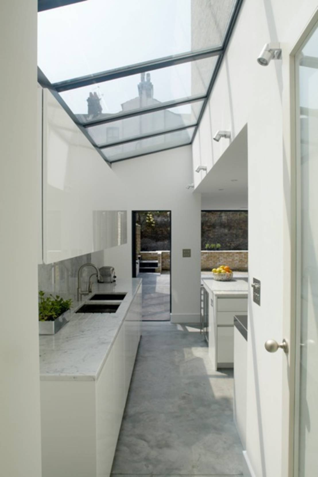 5 homes that maximise natural light - Skylight house plans natural light ...