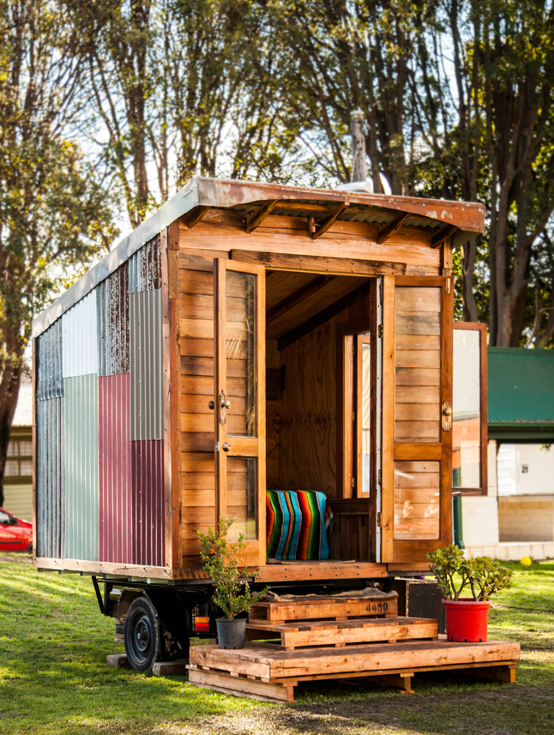 this tiny home is a shabby chic paradise. Black Bedroom Furniture Sets. Home Design Ideas