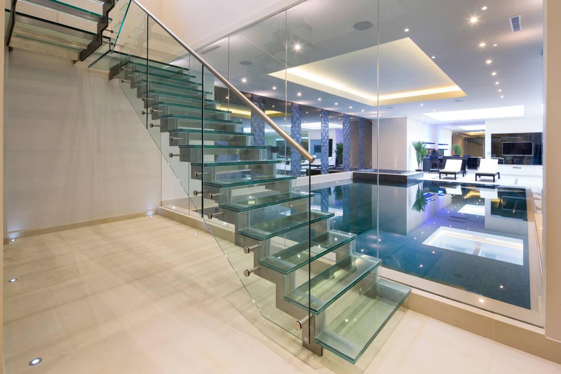 5 alucinantes escaleras combinadas con vidrio for Escaleras suspendidas