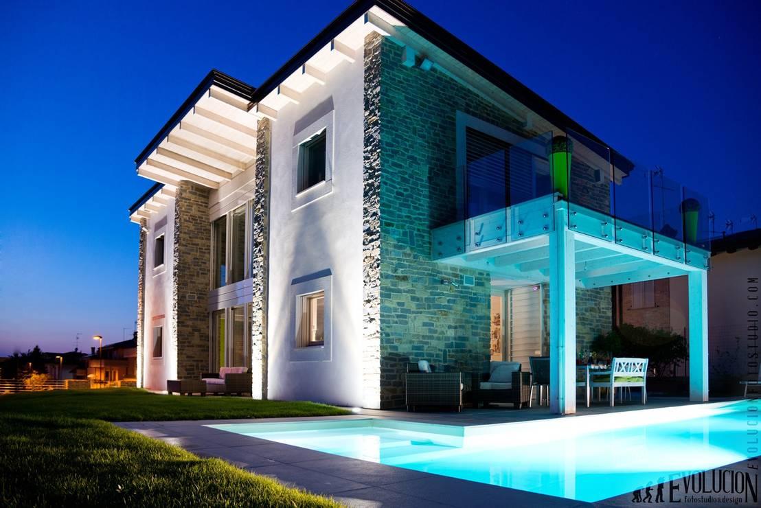 La villa che ogni italiano vorrebbe for Ville moderne con piscina