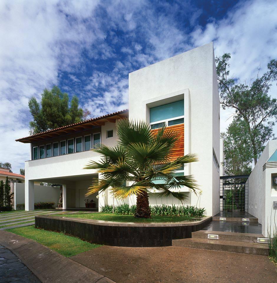 Una casa moderna y vibrante for Estilos de casas modernas