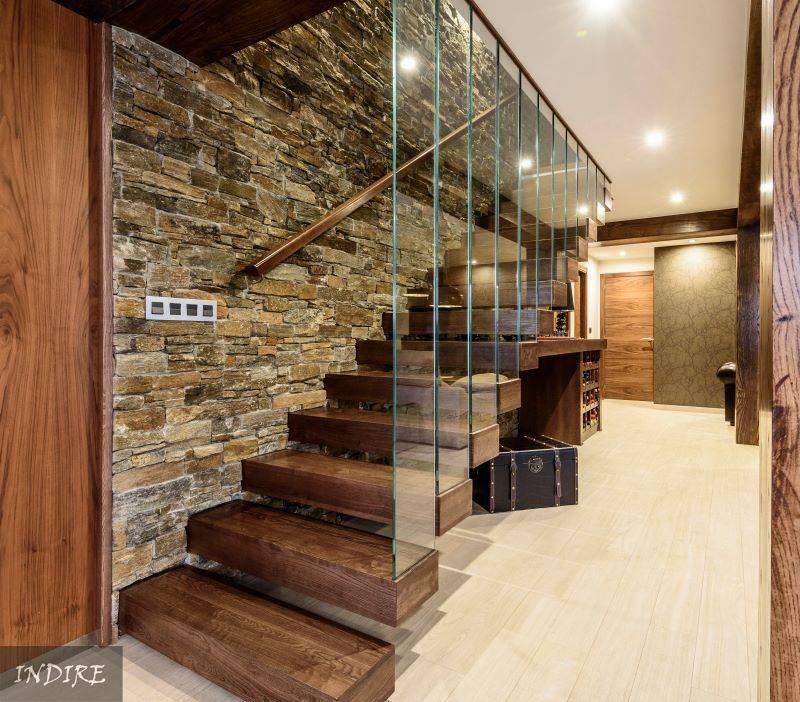 10 modernas ideas con piedra para las paredes interiores for Jaula de la escalera de color idea