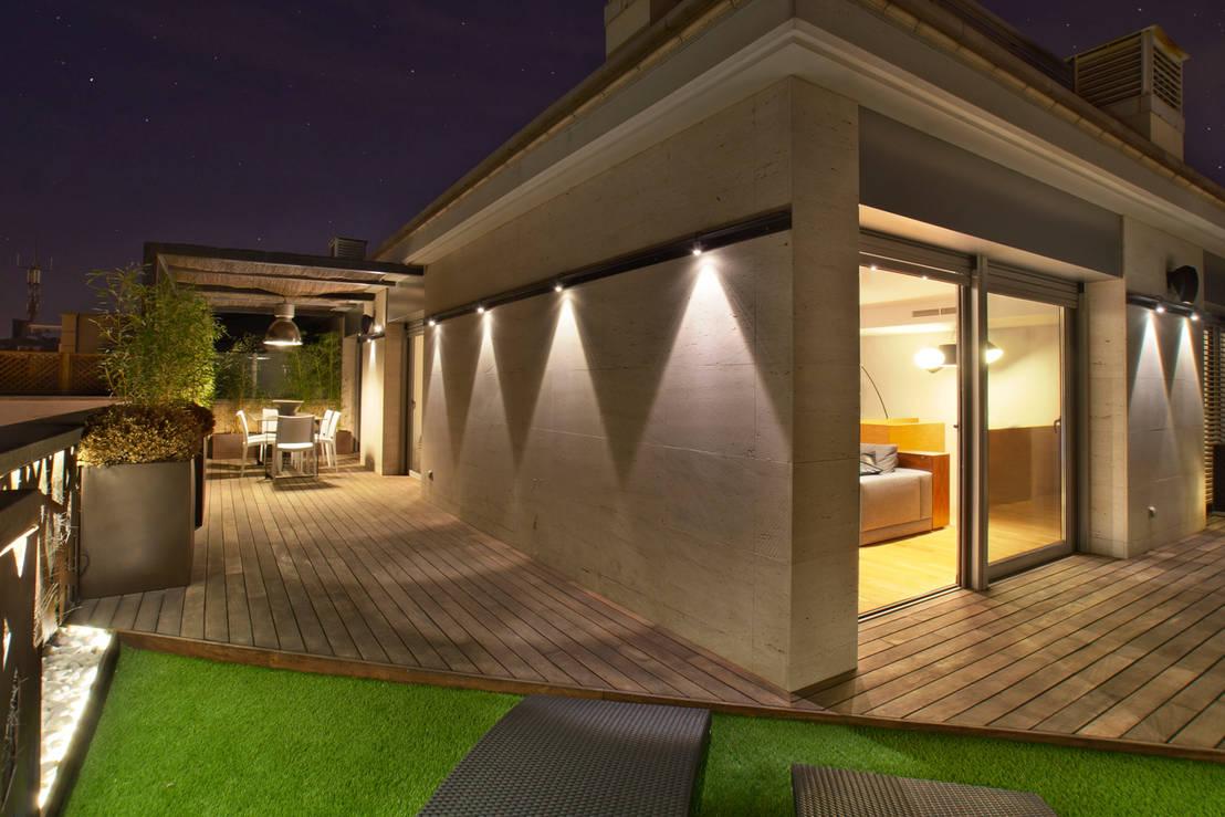 16 ideas fant sticas para iluminar las paredes de tu casa for Iluminacion para exteriores