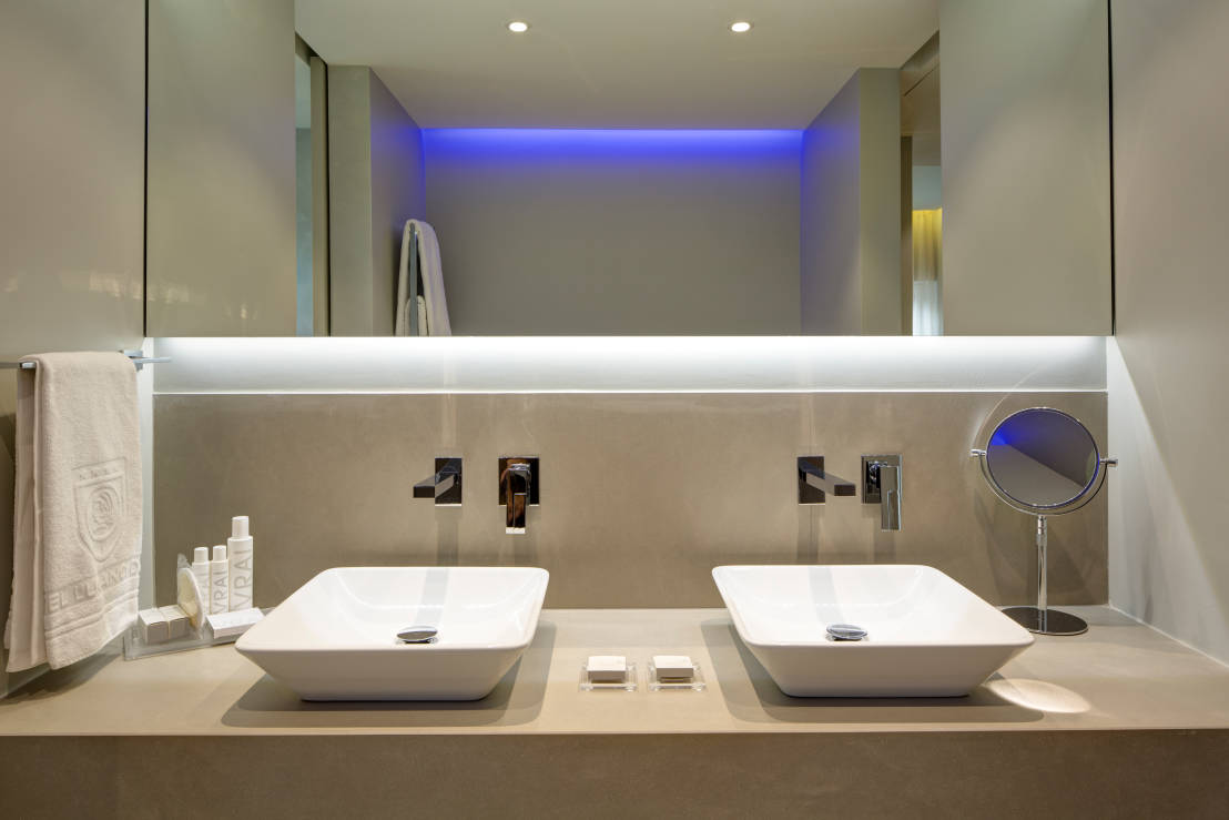 L arredamento per il bagno 5 esempi per cambiare look - Resina per bagno ...