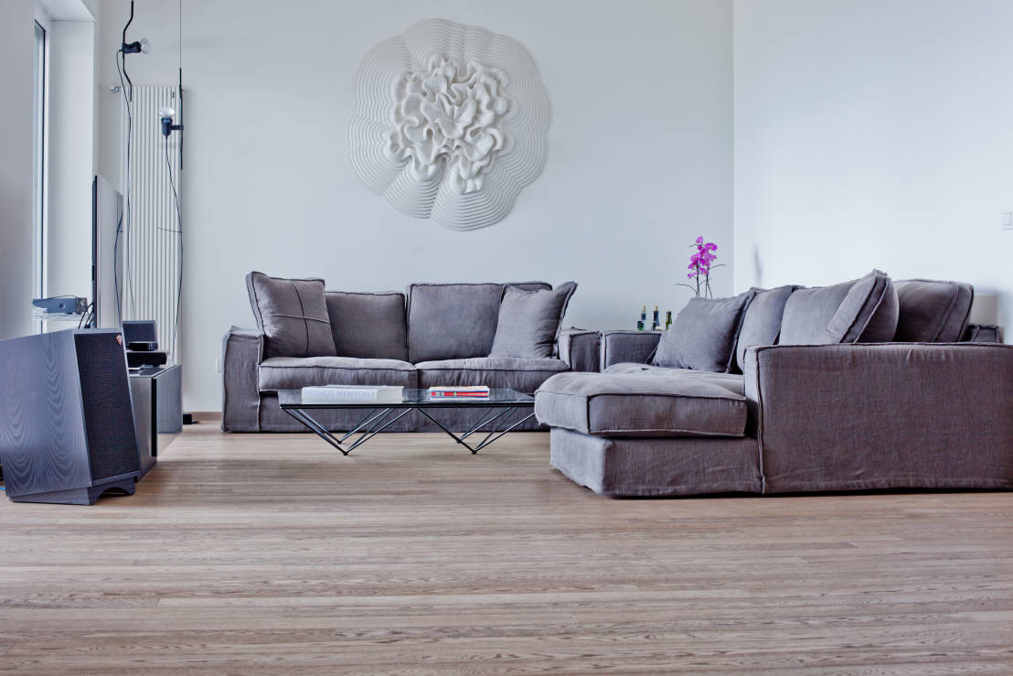 Come arredare il soggiorno solo con il divano