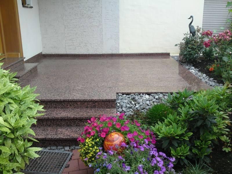6 jardines para la entrada de tu casa peque os y bonitos for Jardines pequenos de casas fotos
