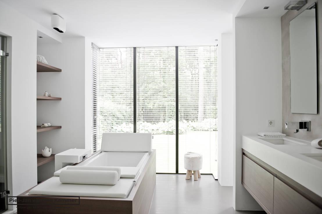 Badkamer muur kast - Behang in de badkamer ...
