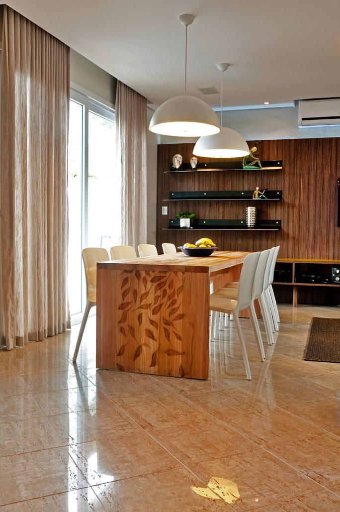 6 fant sticos comedores con mesas de madera for Comedores en madera pequenos