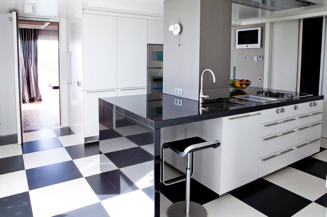 6 consejos para usar el negro en tu cocina for Cocinas modernas negras con blanco