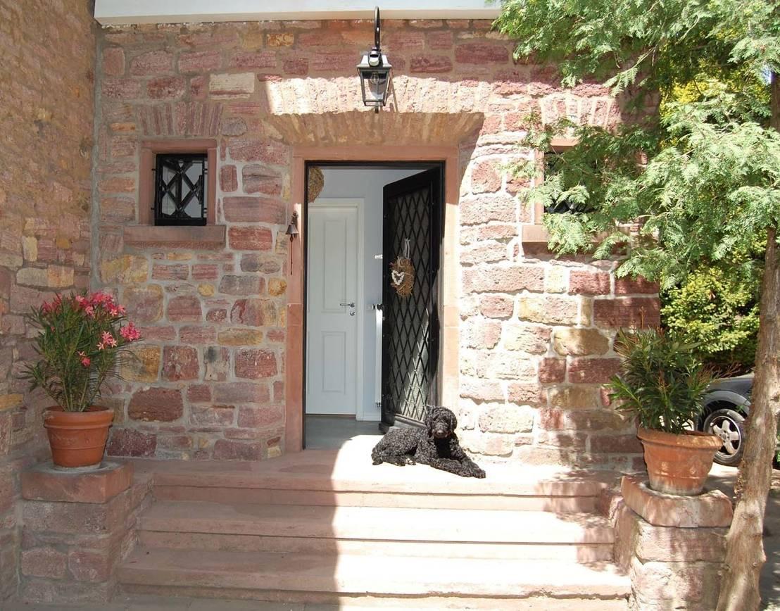 Historisches bruchsteinhaus im landhausstil for Gartendekoration landhausstil