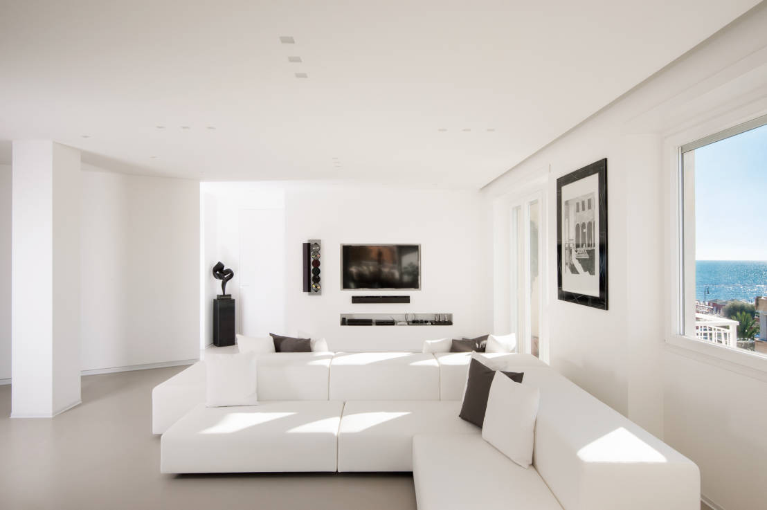Un appartamento dallo stile total white for Casa moderna total white