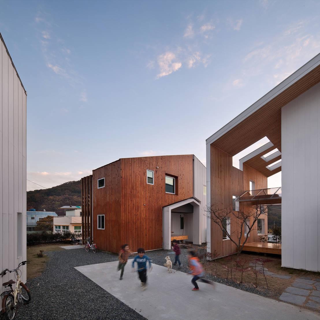Una casa moderna in legno e pietra for Casa moderna corea