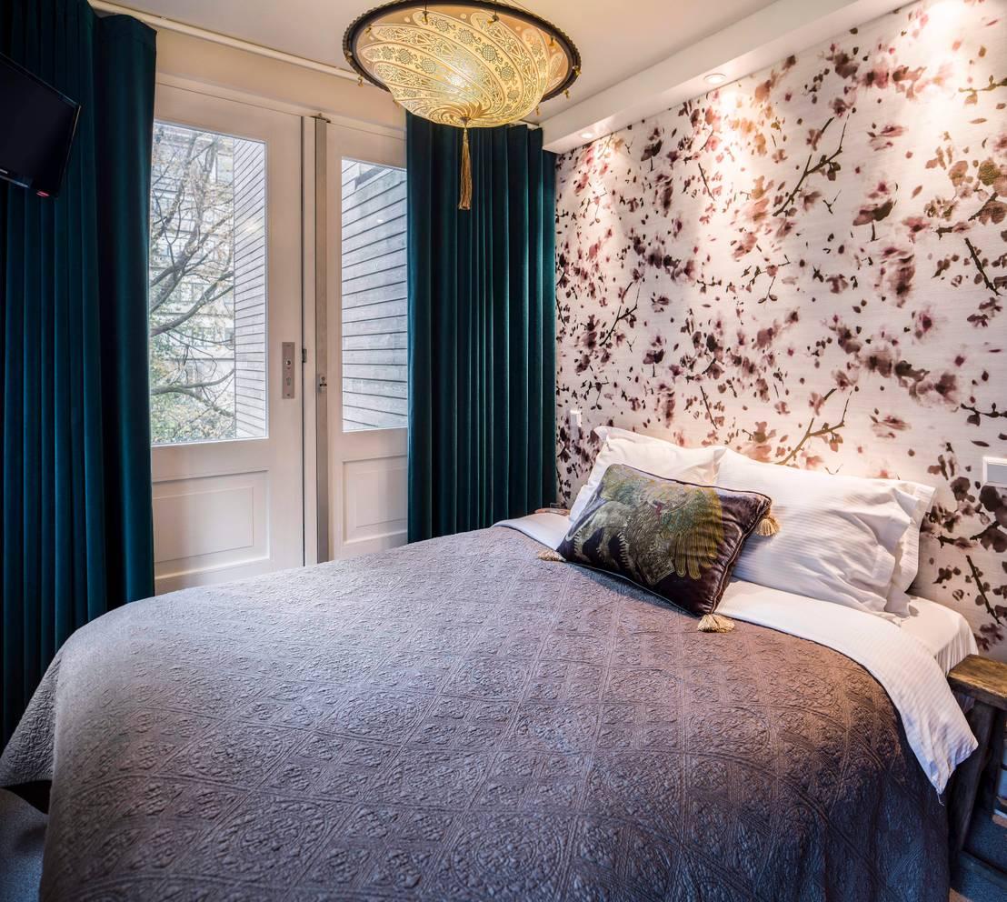 Het inrichten van een kleine slaapkamer met deze tips lijkt hij gegarandeerd groter - Scheiden een kamer door een gordijn ...