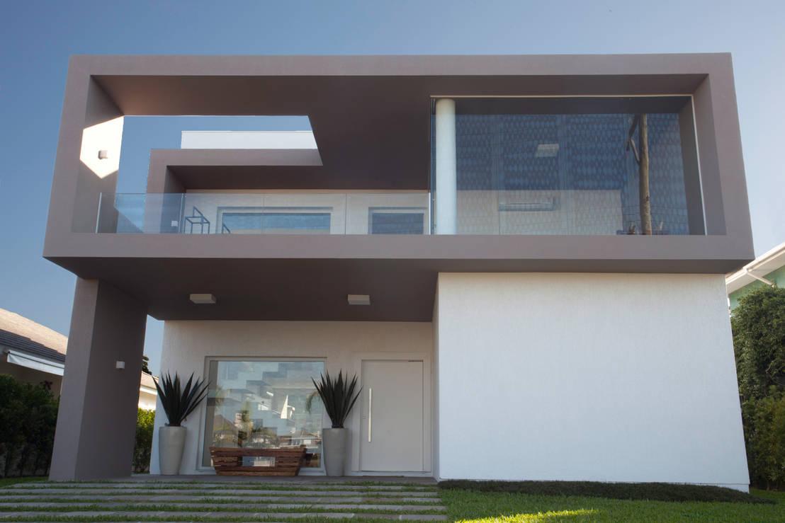 Uma casa de praia minimalista for Casa minimalista tres pisos
