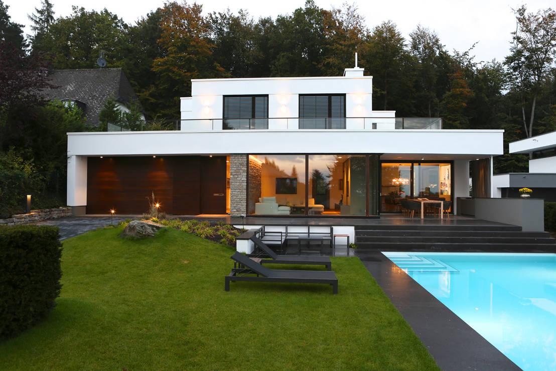 Moderne villa mit pool for Modernes haus villa
