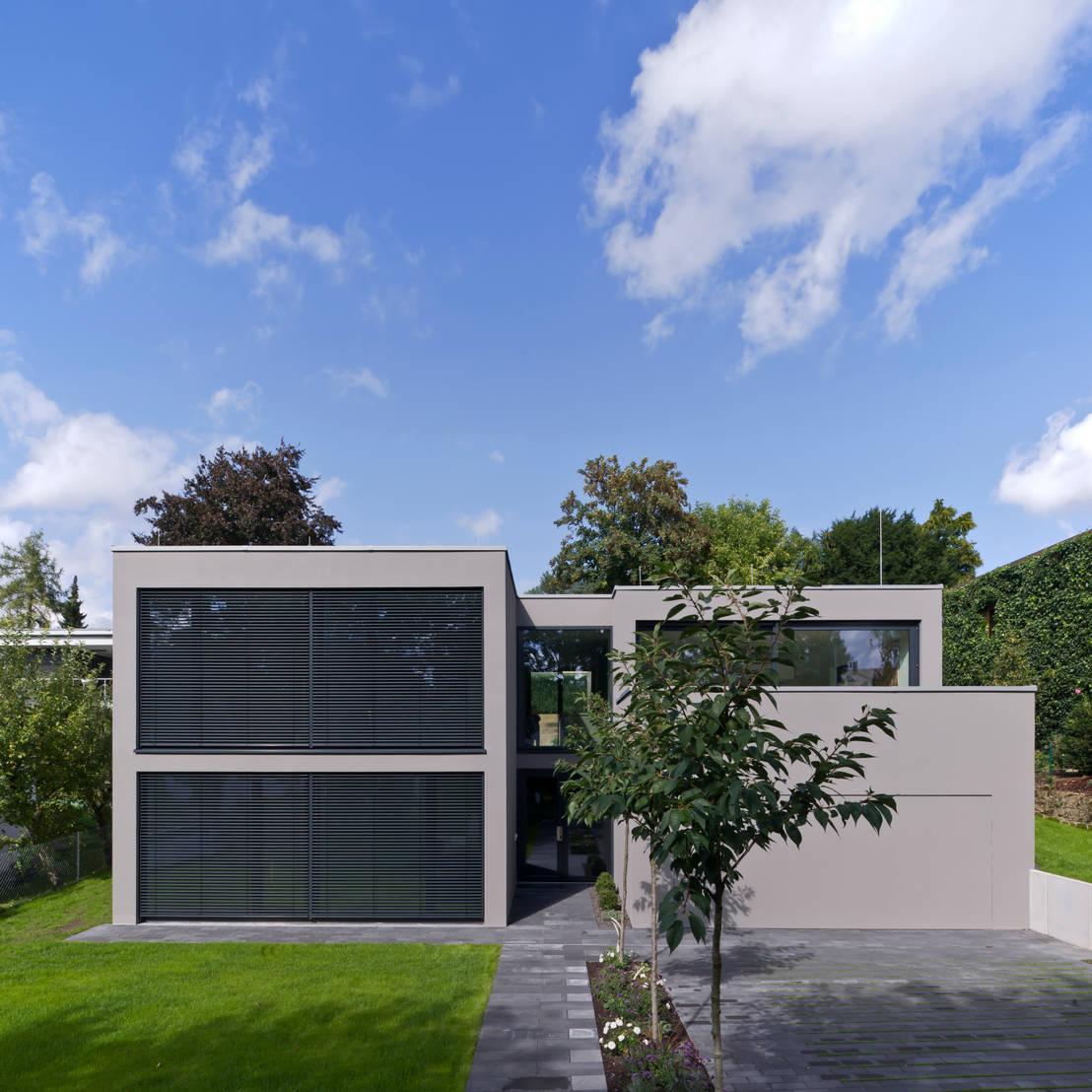 Modernes einfamilienhaus mit flachdach for Modernes haus mit holzschindeln