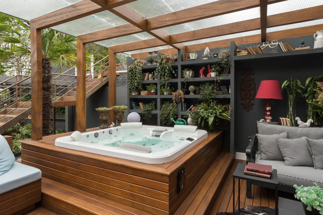 Jacuzzi en exterior 10 ideas fabulosas for Como decorar un jacuzzi interior