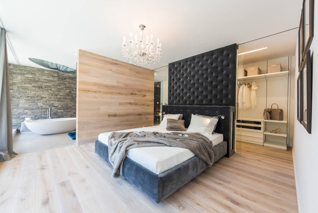 een badkamer in je slaapkamer praktisch n mooi. Black Bedroom Furniture Sets. Home Design Ideas