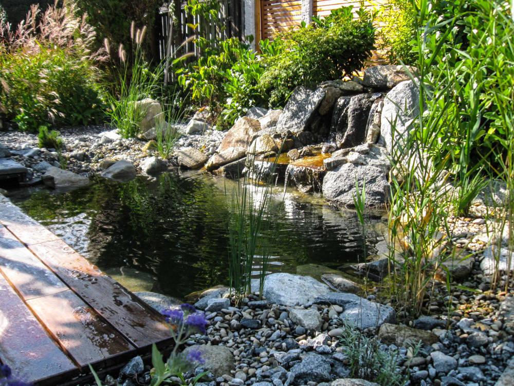 En 8 pasos renueva tu jard n con una fuente moderna for Carpas jardin baratas