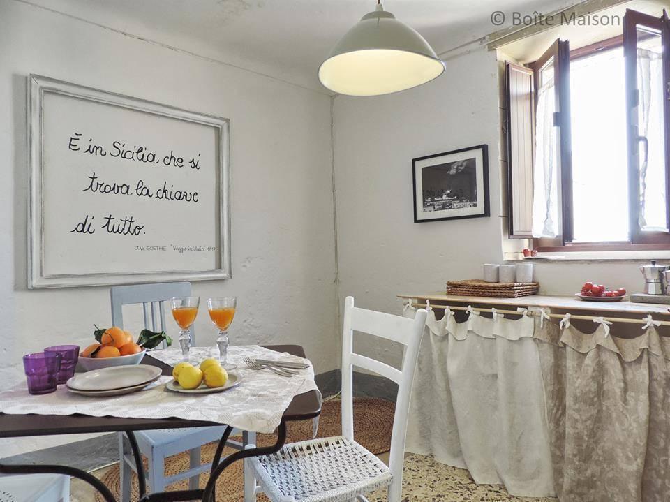Miracoli dell 39 upcycling un appartamento shabby in sicilia for Case arredate stile shabby