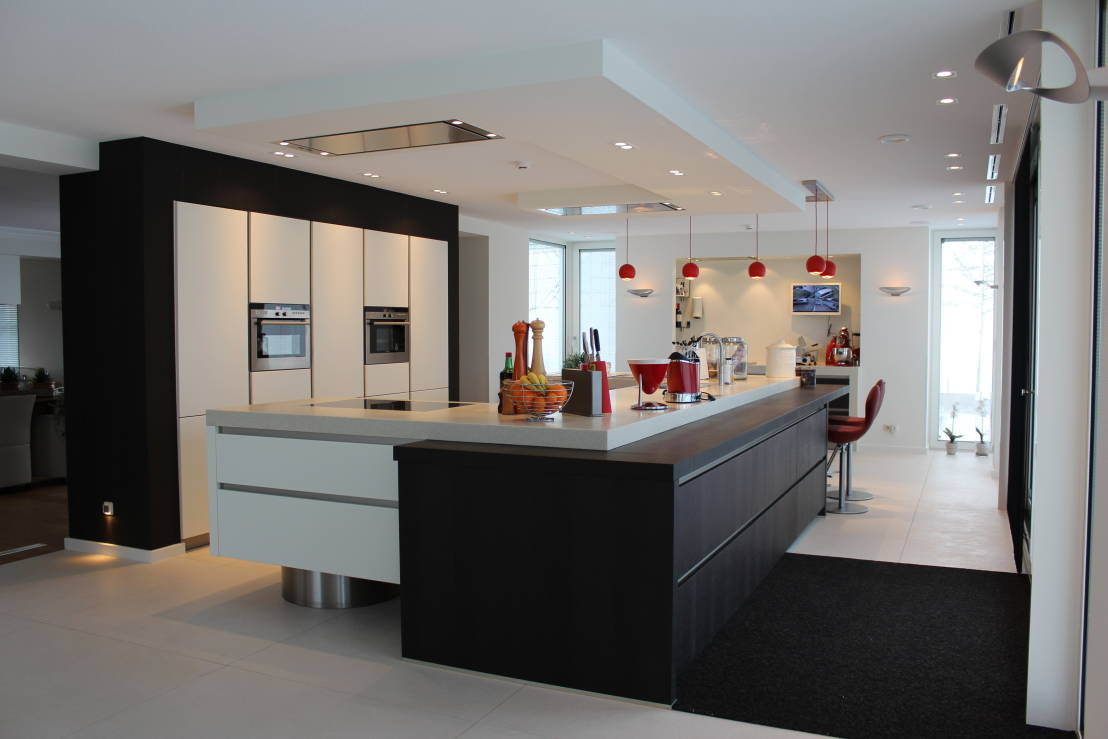 5 bijzonder strakke en moderne keukeneilanden for Kleine amerikaanse keuken met bar