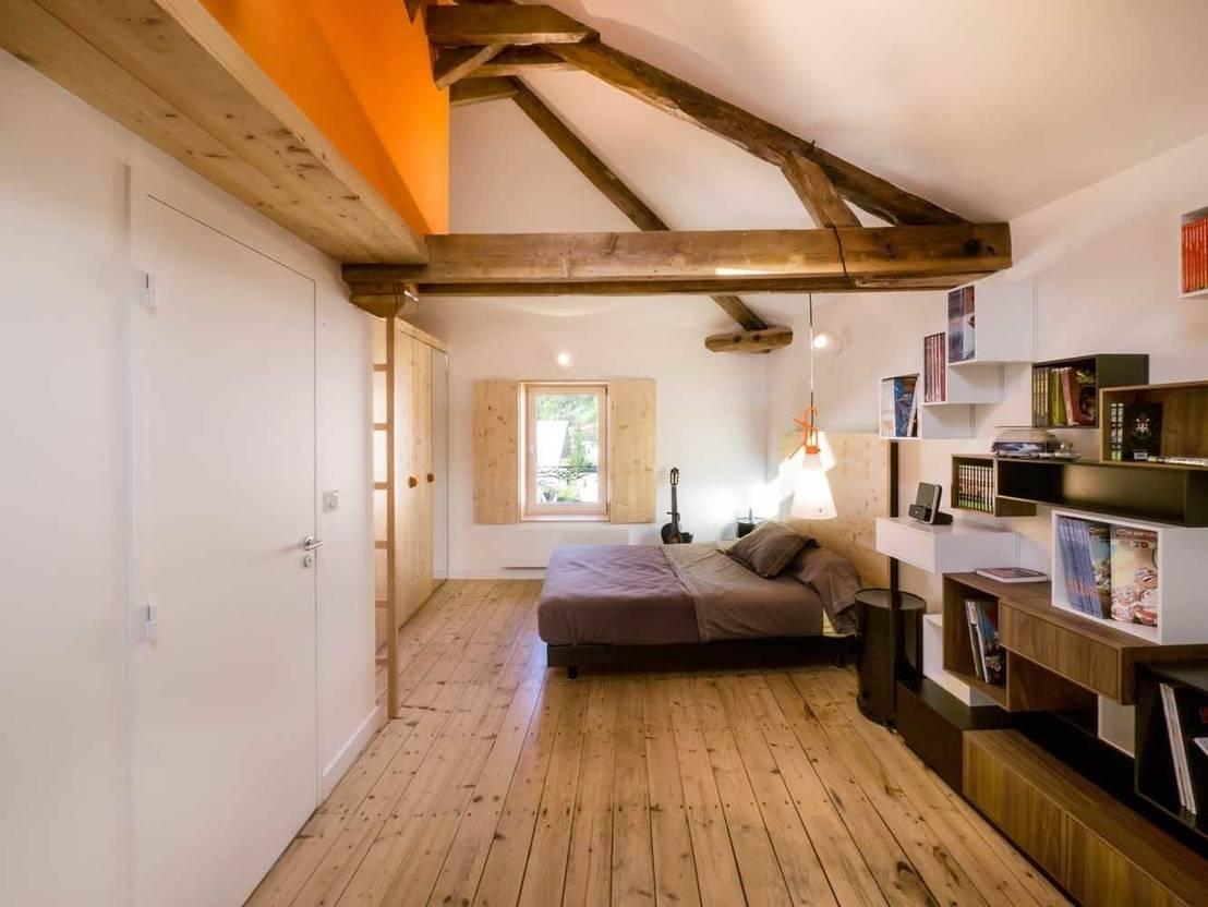 una mansarda ristrutturata ad hoc. Black Bedroom Furniture Sets. Home Design Ideas