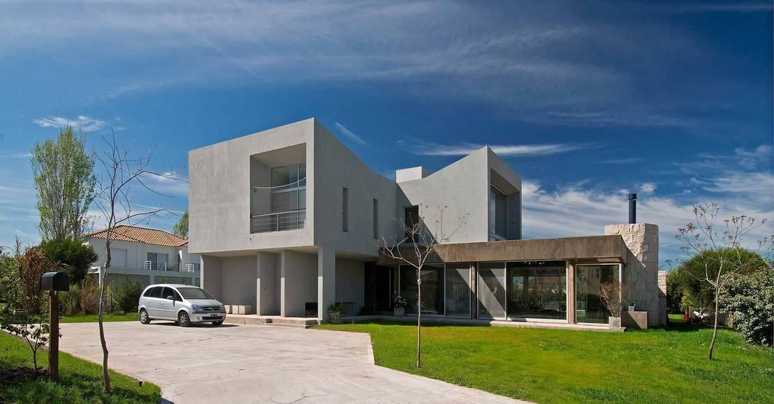 Vidrio piedra y hormig n para una casa moderna for Casa moderna hormigon