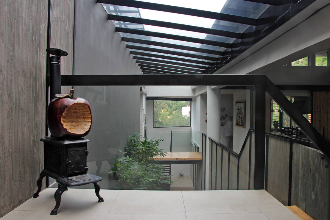 Luz y sombra una casa sorprendente for Techos exteriores modernos