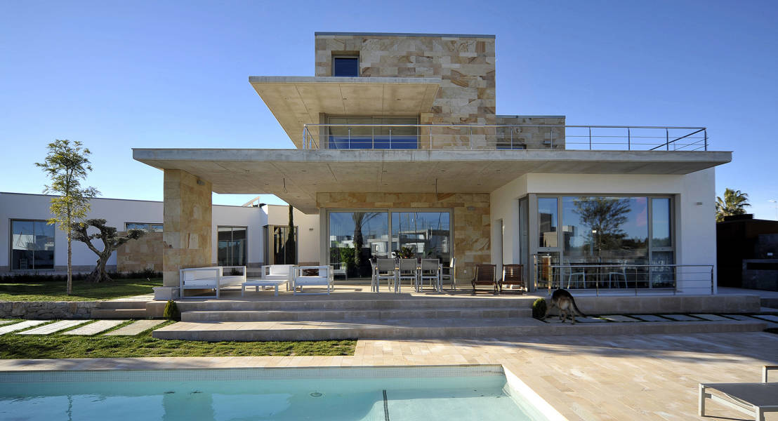 13 fachadas de casas modernas con revestimiento de piedra for Estilos de casas modernas