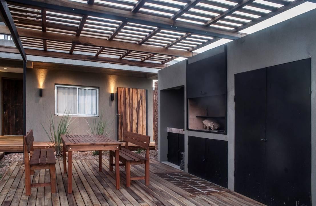 7 techos para tu terraza modernos y con estilo for Fotos de patios de casas pequenas