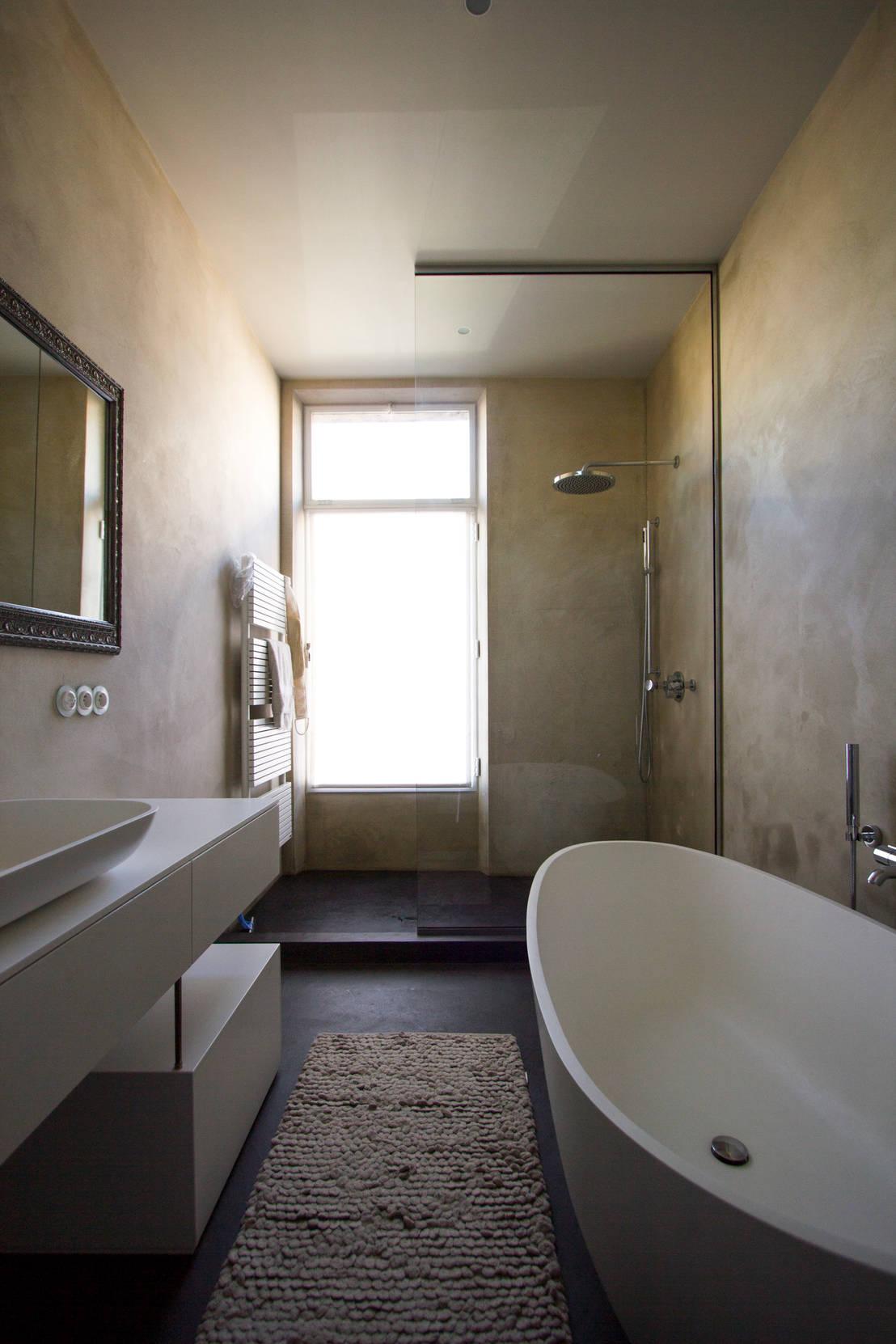 Een exclusieve badkamer betoverend design - Foto in een bad ...