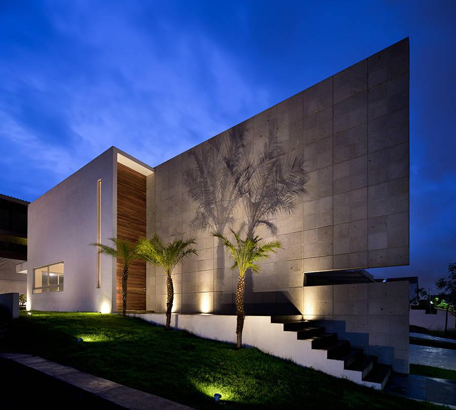 16 ideas para que la fachada de tu casa luzca fant stica for Villa moderna progetto