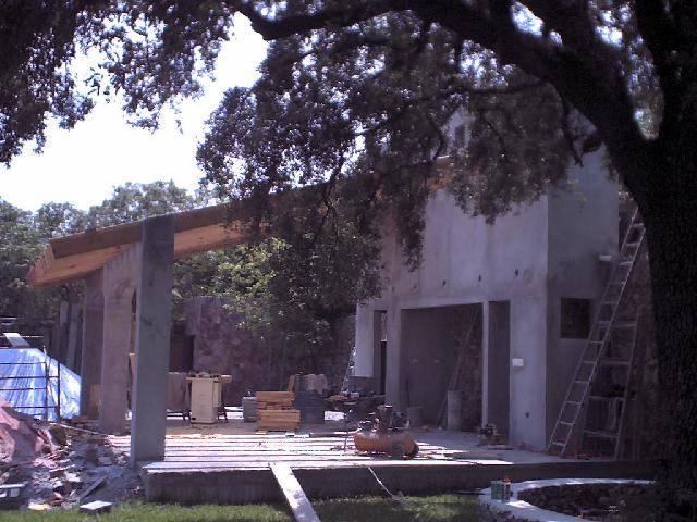 Una pareja de ancianos cumple su sue o construyendo esta casa for Costruendo su una casa di ranch