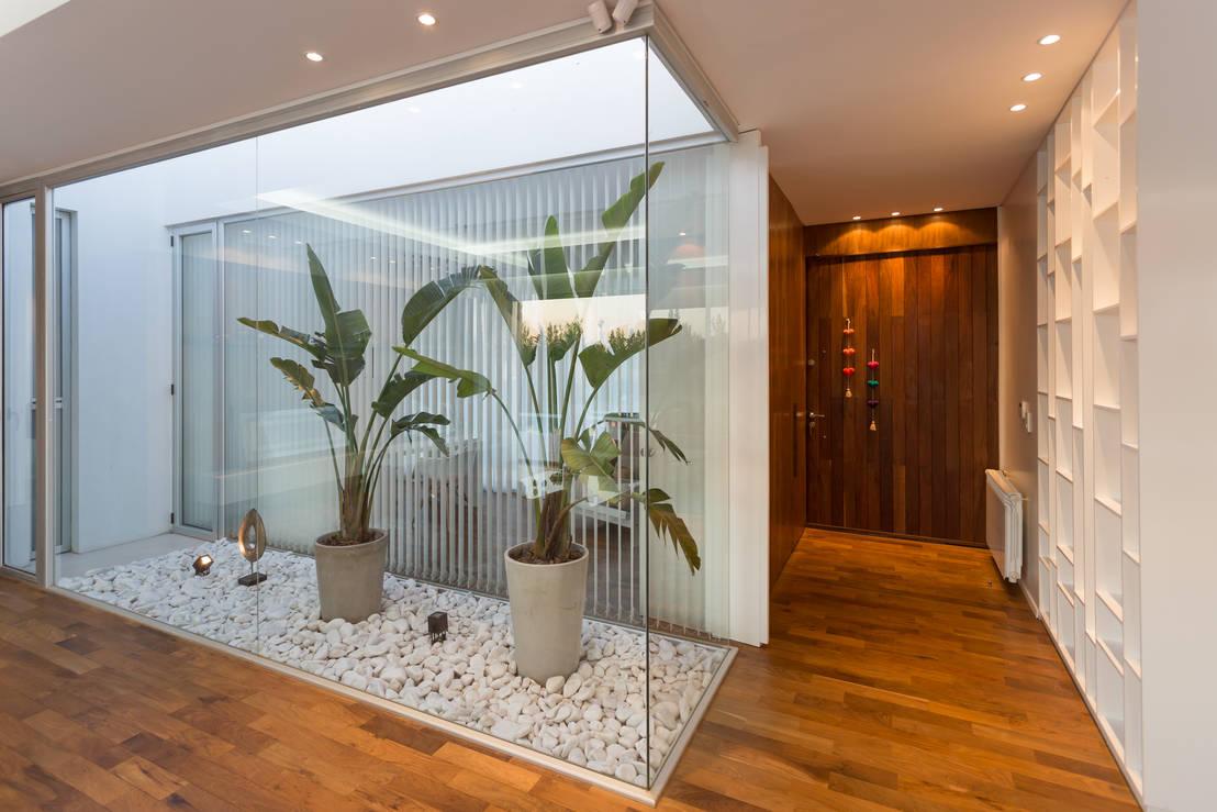7 jardines de interior que har n que tu casa se vea m s for Ver jardines de casas pequenas
