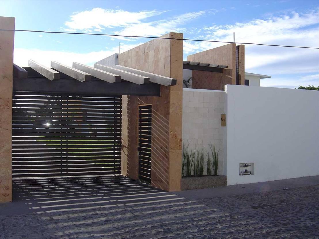20 dise os de fachadas que se ver n perfectas en casas no for Fachada de casas modernas con porton