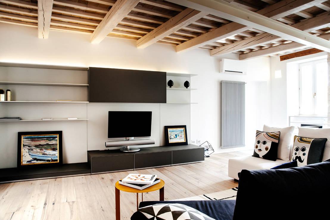 Travi in legno e arredamento moderno bello e possibile for Case con arredamento moderno