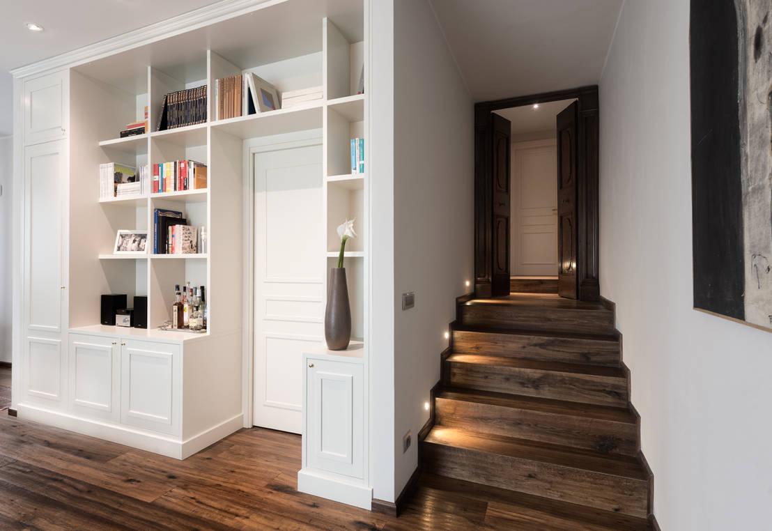 Come trasformare il corridoio in una pratica libreria for Escaleras pequenas para interiores